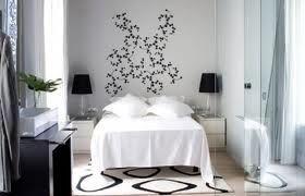 dormitorio chico en blanco con detalles negros