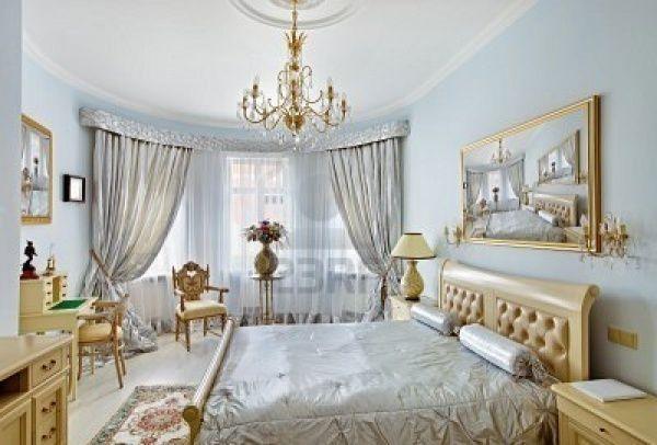 Habitacion estilo clasico con muebles claros casa web for Muebles estilo clasico moderno