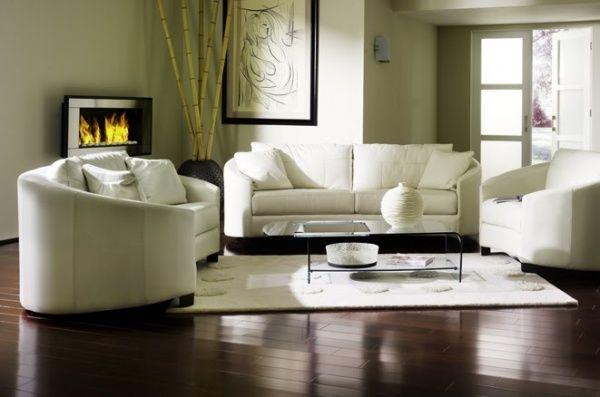 sala con piso oscuro y alfombra blanca