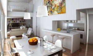 decoracion monoambiente con entre piso minimalista