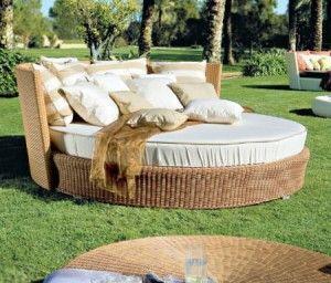 decorar el jardin con muebles