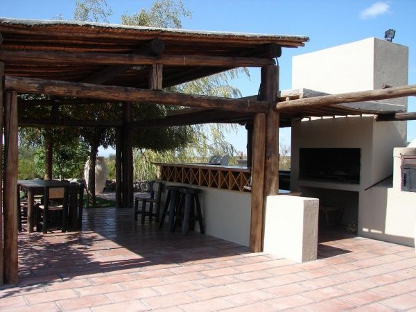 Foto quincho rustico casa web for Disenos de quinchos con piscinas