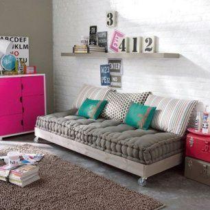 Futon de madera con palet casa web for Imagenes de futones
