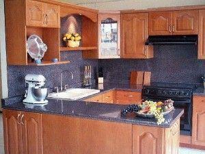 mueble de cocina de algarrobo estilo clasico