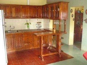 muebles de algarrobo para cocinas pequeñas