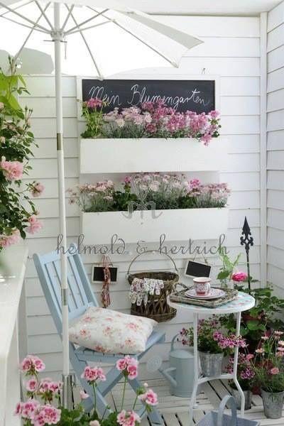 Peque a terraza romanticqa casa web for Como cerrar una terraza pequena