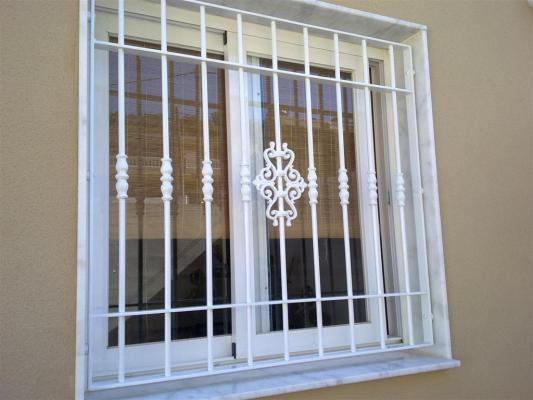 Material y modelos de rejas para ventanas casa web for Modelos de rejas de fierro para puertas