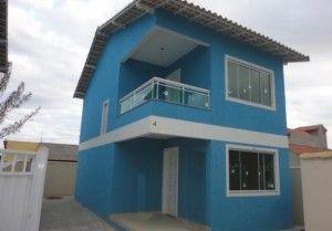 casa en color celeste y blanca