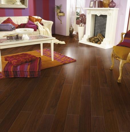 Living con piso laminado casa web for Pisos laminados homecenter
