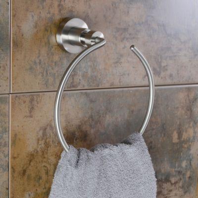 porcelanato sal y pimienta en revestimiento de baño