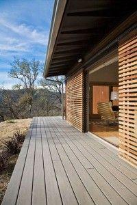 ventanales con rejas de madera corredizas