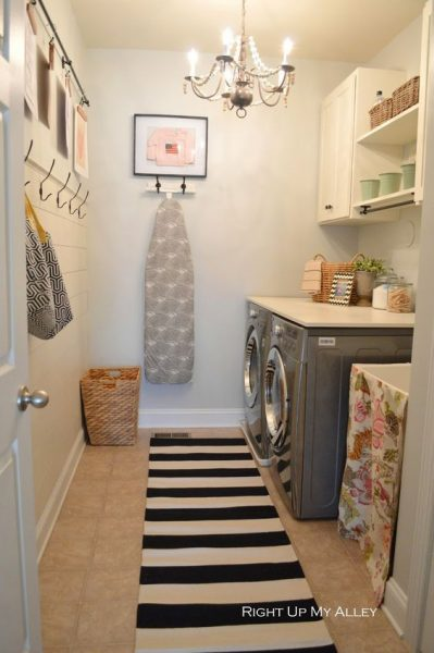 Small Laundry Room: Lavanderia Pequeña Con Tabla De Planchar