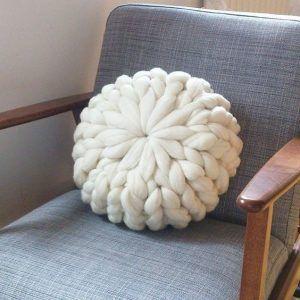 almohadon redondo con tejido gigante