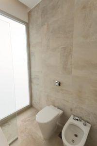 baño monocromatico pequeño 2019