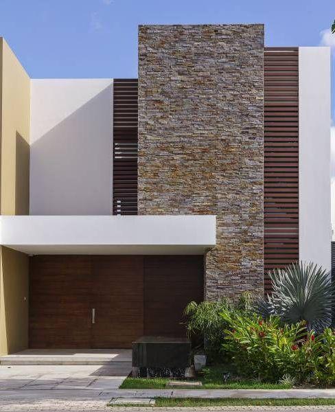 frente de casa pequeña de dos pisos moderna
