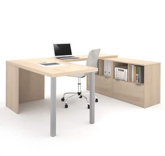 escritorio para oficina amplio con estanteria