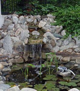 Estanques para el jardin casa web for Piedras para estanques