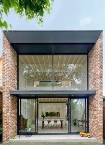 fachada de casa moderna con ladrillo y hierro