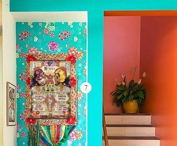 pared colores complementarios turquesa y naranja
