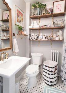 estantes de madera para baños pequeños