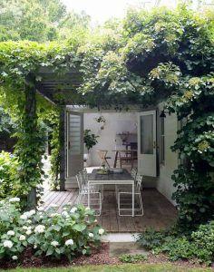 pergola de hierro en jardin