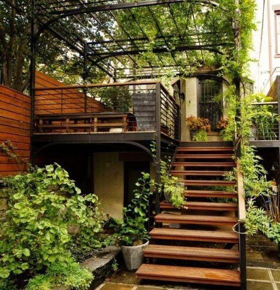 pergola de hierro en terraza con estilo rustico moderno