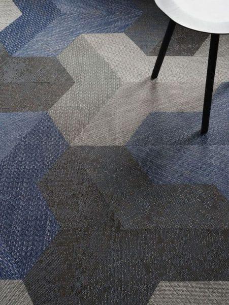 piso de alfombra modular de formas geometricas