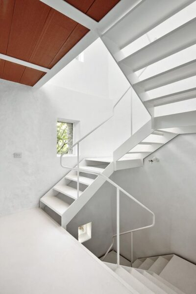 escalera en U tres tramos moderna