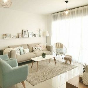 sala de estar pequeña en tonos pasteles