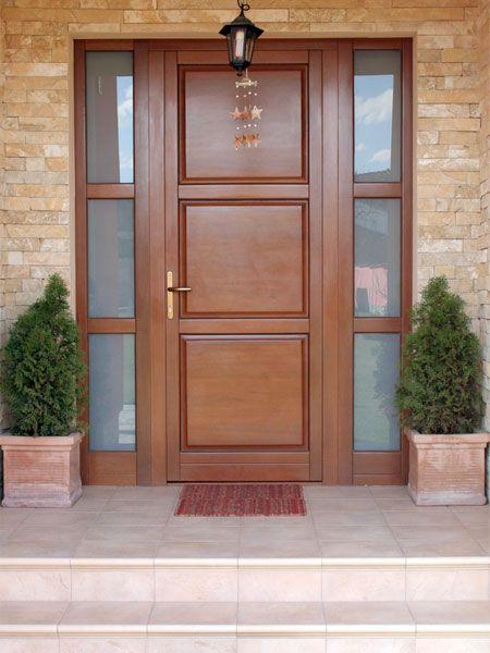 Puerta de entrada estilo clasico