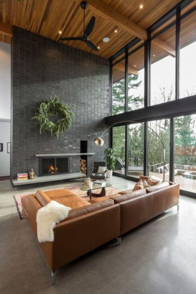 sala de estar con techo de machimbre moderna