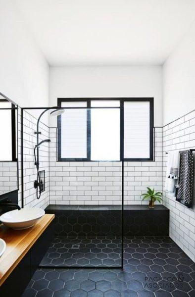 Baño con ceramicas en blanco y negro