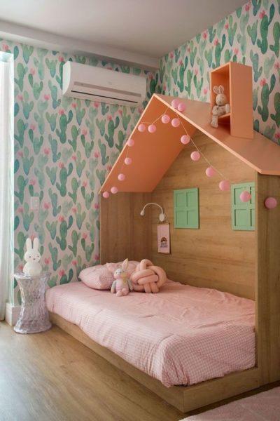 Cama simples estilo montessori para niñas como casa