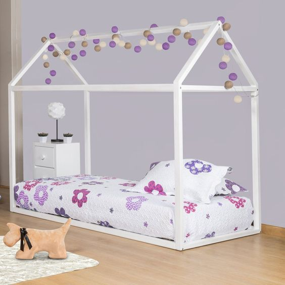 Cama simples estilo montessori para niñas