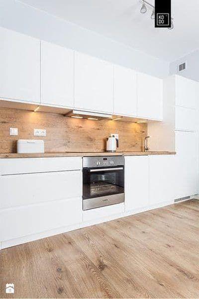 Cocina blanca y madera moderna