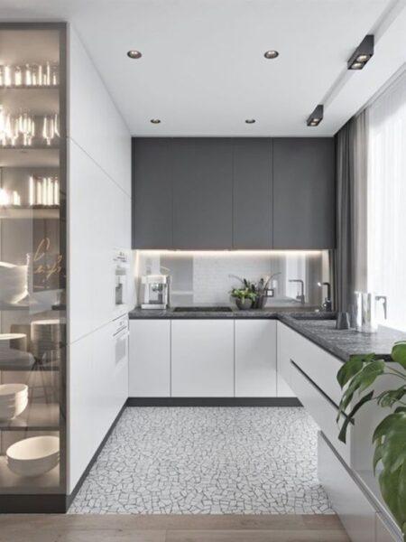 Cocina con muebles blanco y grises