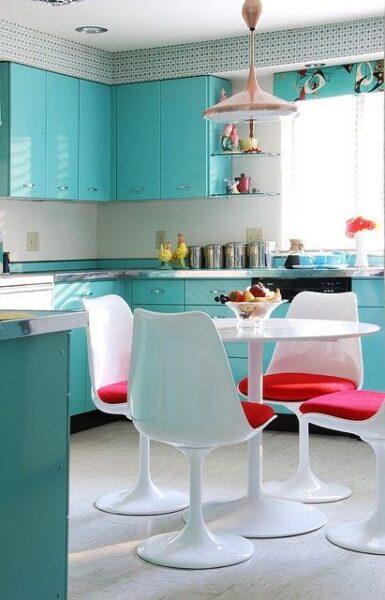 Cocina moderna con muebles turquesas