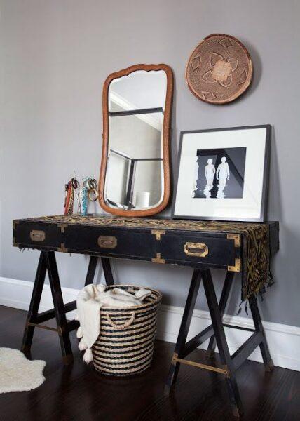 Mueble colonial en decoracion moderna