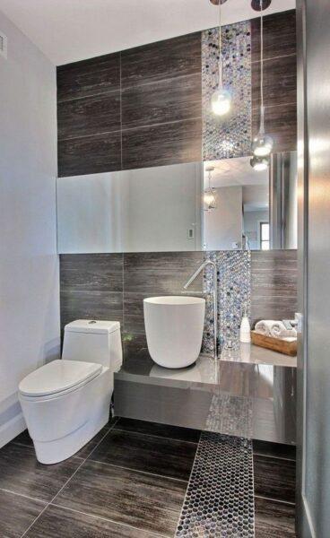 baño con ceramicas horizontales rectangulares alineadas
