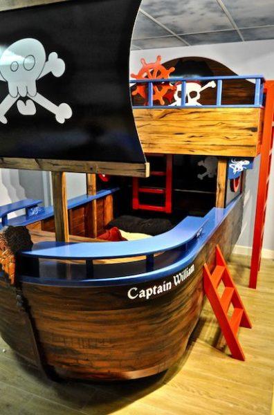 cama en forma de barco pirata