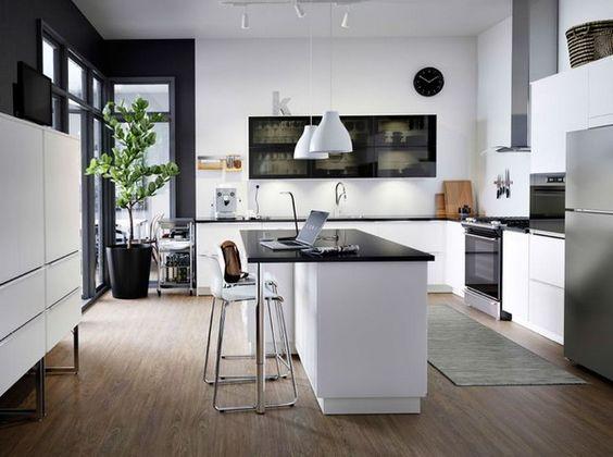 cocina blanca con isla negra