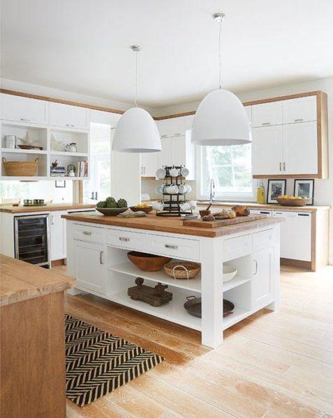 cocina blanca con madera estilo campestre moderno