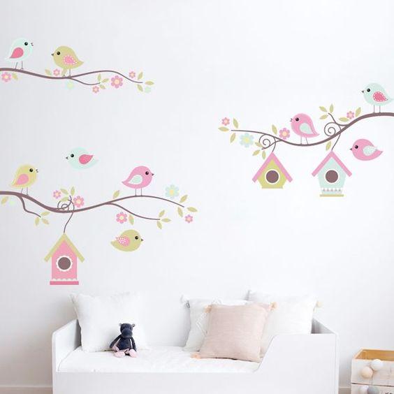 decorar pared de dormitorios de niñas con vinilos