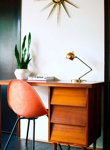 escritorio antiguo en decoracion moderna
