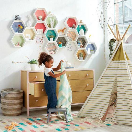 estanteria moderna infantil en forma de panal hexagonal