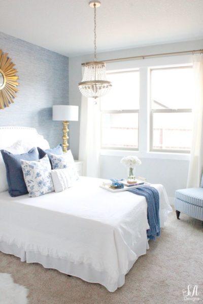 habitacion matrimonial azul claro y blanco
