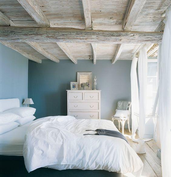 habitacion matrimonial azul grisaseo y blanco