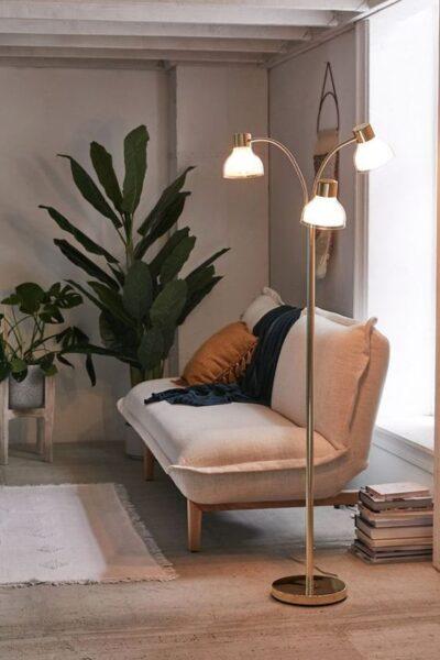 lampara de pie para lectura en living