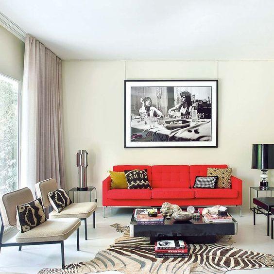 living elegante son sofa rojo y paredes crema
