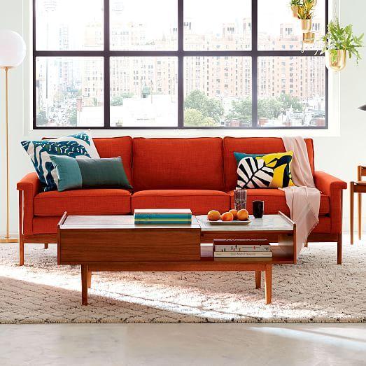 sala de estar con sofa de madera y rojo